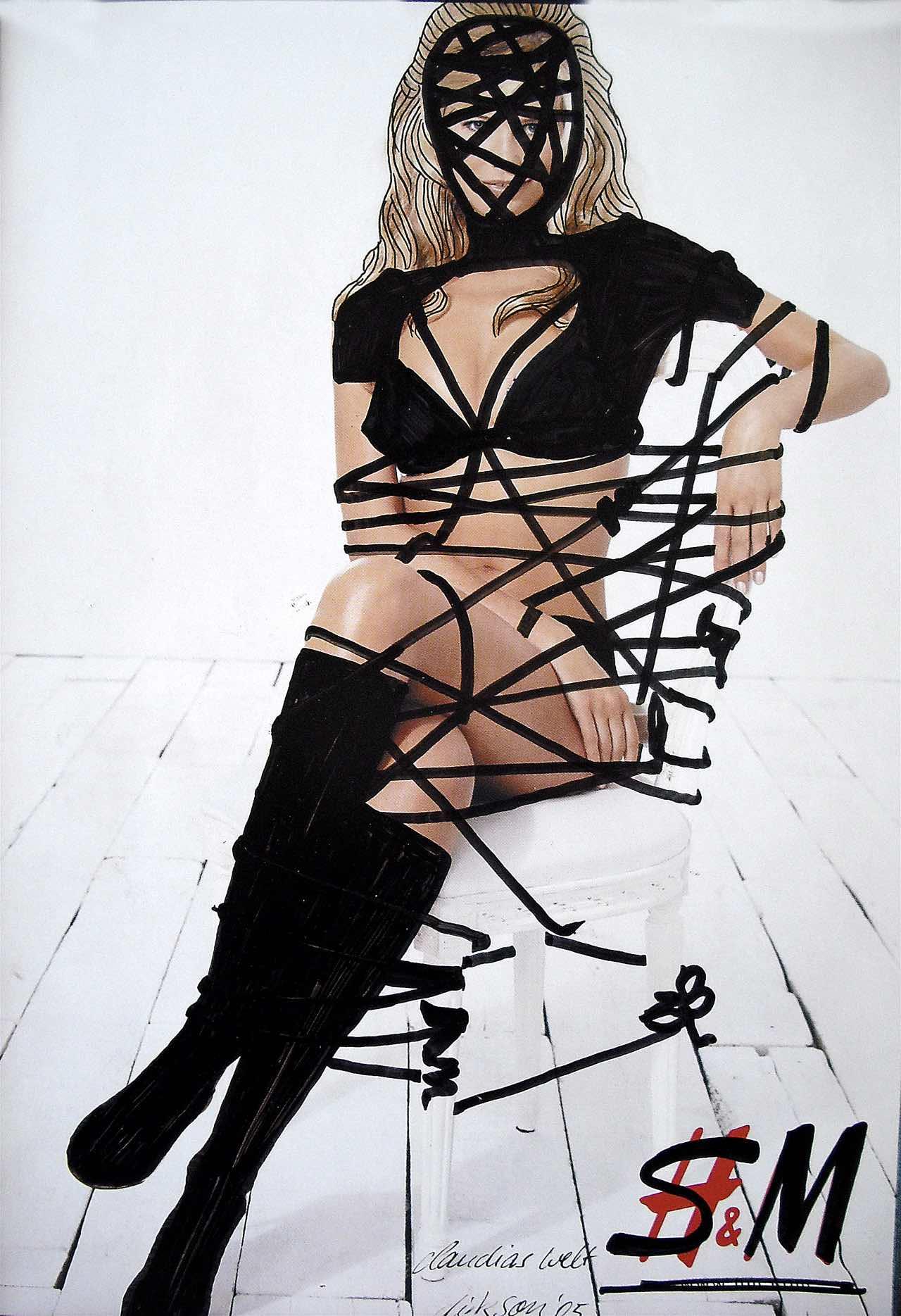 Claudia Schiffer gefesselt auf einem Stuhl