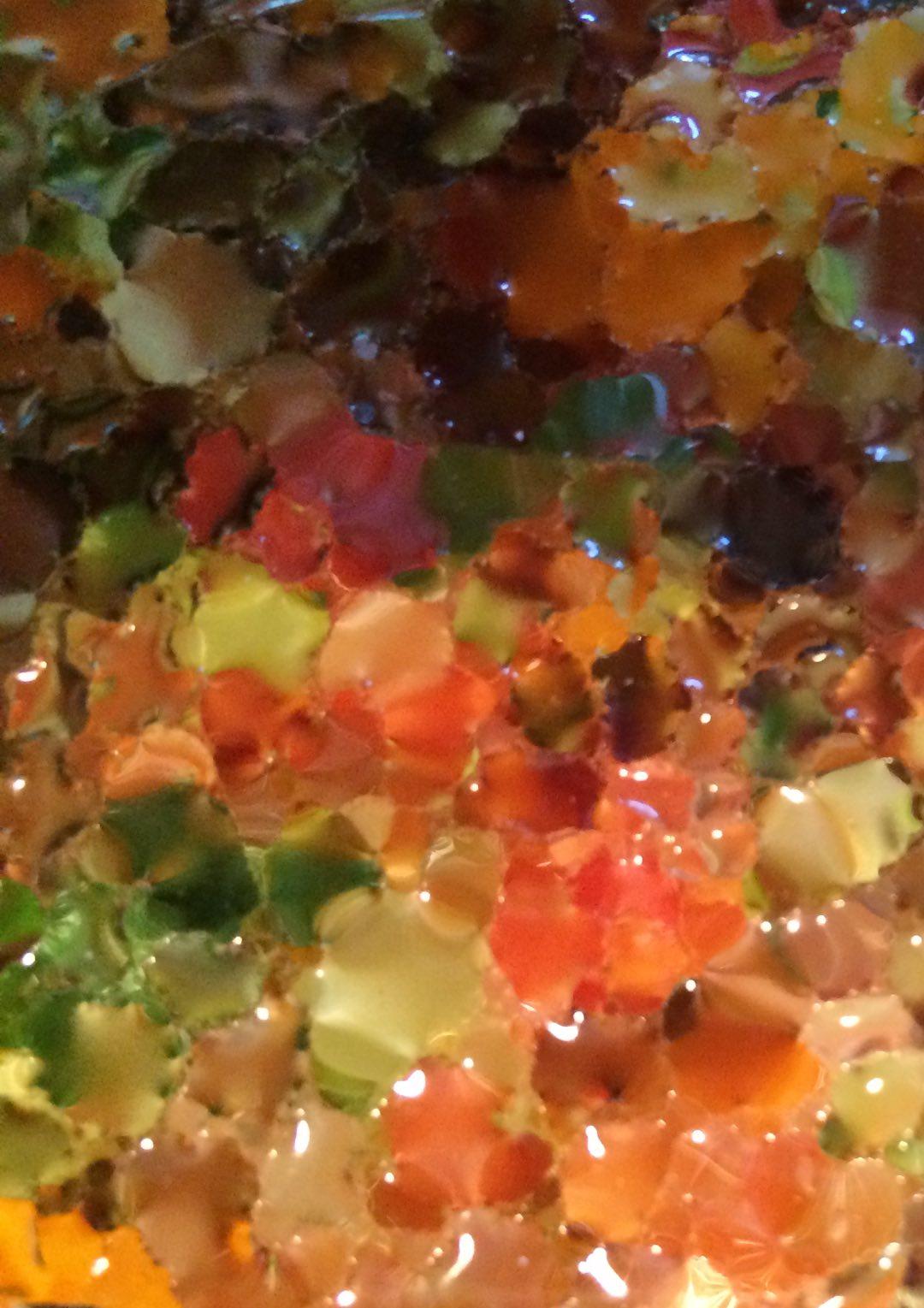 Ausschnitt Gemüsepfanne. Gemüse unter einer Glashaube.